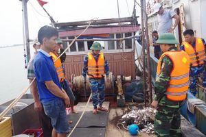Thừa Thiên Huế: Liên tiếp bắt tàu giã cào tận diệt thủy, hải sản trên biển