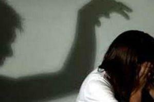 Tạm đình chỉ thầy giáo bị tố làm nữ sinh lớp 8 mang thai