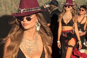 Thiên thần nội y Josephine Skriver siêu quyến rũ ở lễ hội âm nhạc Mỹ