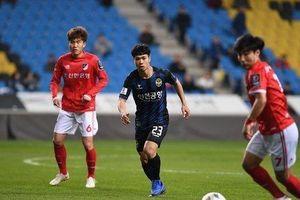 HLV Chung Hae-seong: Thi đấu ở Incheon, Công Phượng luôn bị 'đói' bóng