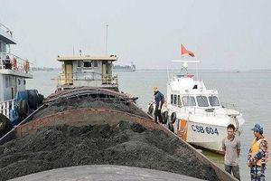 Phát hiện tàu hàng chở khoảng 900 tấn than cám không rõ nguồn gốc xuất xứ