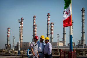 Mỹ siết dầu mỏ Iran, thị trường toàn cầu rúng động