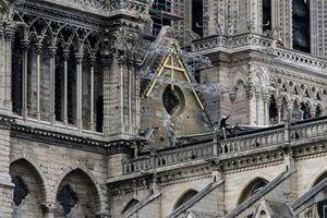 Sụp đổ vì lửa, nhà thờ Đức Bà Paris nay đối mặt nguy cơ từ nước