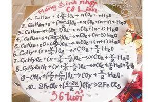 Học sinh chuyên Hóa tặng bánh sinh nhật cho cô giáo và cái kết
