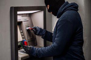 Đang ngủ, tiền trong ATM 'bốc hơi'