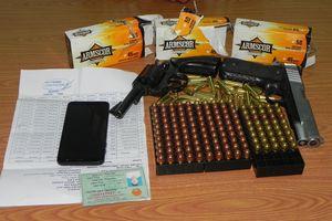 Phát hiện vụ mang 2 khẩu súng quân dụng và 178 viên đạn về Việt Nam