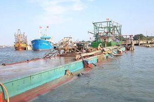 Tàu sắt hút trộm hơn 100m3 cát trên sông Thạch Hãn