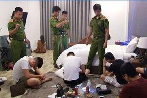 Huế: Ập vào quán karaoke, bắt hàng chục thanh niên đang phê ma túy