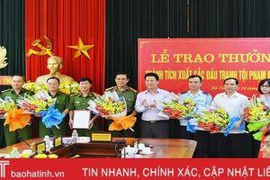 Chủ tịch UBND tỉnh Đặng Quốc Khánh trao thưởng các lực lượng phá vụ án ma túy 'khủng'