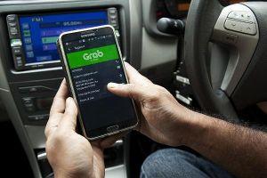 Bộ Tư pháp đề nghị bỏ quy định taxi công nghệ phải lắp bảng điện tử