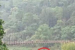 Hà Giang: Một thanh niên treo cổ trên cầu Bắc Mê