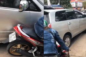 Clip 2 cô gái giúp CSGT TP.HCM truy đuổi ô tô nghi chở ma túy tông mọi xe cản đường