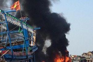 Nghệ An: Cháy tàu cá khi đang neo đậu tại cảng