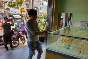 Bắt nam thanh niên cướp 2 tiệm vàng trong vòng 3 giờ ở Bình Thuận