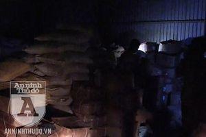 Phát hiện 3 tấn phụ gia Trung Quốc chuyên để chế biến bim bim, bánh kẹo