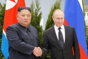 Màn bắt tay giữa 2 ông Putin-Kim lần đầu gặp nhau