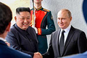 Lễ binh Nga nghiêm chào ông Kim Jong Un đến gặp Tổng thống Putin