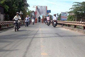 Giao thông lộn xộn khi dỡ cầu Phú Long cũ