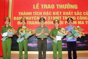 Nghệ An trao thưởng Ban chuyên án thu giữ 700 kg ma túy đá