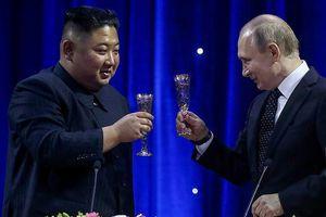 Kết thúc thượng đỉnh Nga - Triều, ông Putin và ông Kim nâng ly rượu mừng