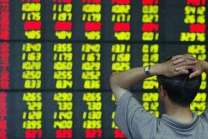 Nhà đầu tư bán tháo, chứng khoán Trung Quốc sụt mạnh