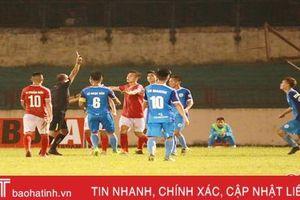 2 thẻ đỏ, 6 bàn thắng, Hồng Lĩnh Hà Tĩnh chia điểm đáng tiếc với Phố Hiến