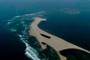Bí ẩn đảo cát xuất hiện ở biển TP.Hội An: Tiếp tục bồi lấp ngày càng giống hình khủng long