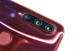 Smartphone 3 camera sau sắp lên kệ ở Việt Nam, giá 5,99 triệu đồng