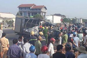 Xe container tông sập nhà dân, phụ xe tử vong mắc kẹt trong cabin