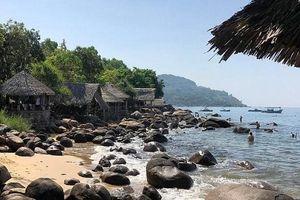 Chiêm ngưỡng vẻ đẹp của bãi biển trữ tình Trà Cổ (Quảng Ninh)