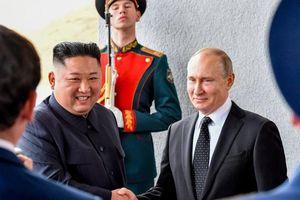 Ông Kim Jong-un bắt tay Tổng thống Putin để 'nhắc nhở' Mỹ?