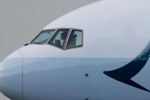 Hai cơ trưởng Cathay Pacific mất thị lực: Hồng Kông vào cuộc gấp