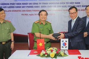 Samsung tặng 'mắt thần' cho lực lượng PCCC và CNCH Việt Nam