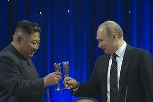 TT Putin cùng ông Kim nâng ly sau cuộc họp dài gấp đôi dự kiến