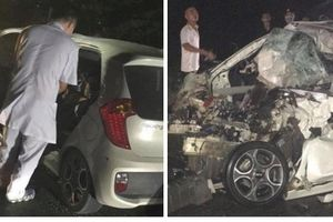 Đấu đầu xe tải lúc nửa đêm, tài xế ô tô 4 chỗ tử vong trong chiếc xe bẹp dúm