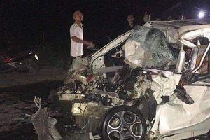 Va chạm với xe tải, tài xế ô tô 4 chỗ tử vong tại chỗ