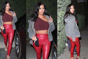 Kim Kardashian lại diện quần bó căng khoe 'siêu vòng 3'