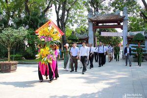 Đoàn đại sứ Nhật Bản dâng hoa, dâng hương tưởng niệm Chủ tịch Hồ Chí Minh