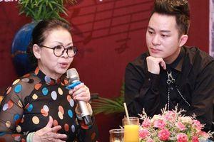 Khánh Ly bị 'ném đá' khi hát cùng Chế Linh, Bằng Kiều...