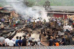 Lai Châu: Cháy lớn gần khu chợ Nậm Cuổi, thiêu rụi 6 nhà dân