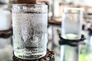 Tác hại khôn lường khi uống nước lạnh ngày nóng