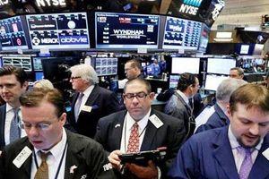 Phố Wall lập kỷ lục nhờ kinh tế Mỹ tăng trưởng vượt xa dự báo