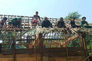 Bộ đội Biên phòng tỉnh Nghệ An giúp dân khắc phục hậu quả lốc xoáy