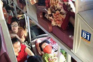 Phát ngộp cảnh ngồi xe khách như 'cá mòi xếp hộp' về quê nghỉ lễ