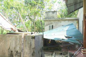 Lốc xoáy tại Thanh Hóa làm mẹ chết tại chỗ, con nhỏ bị thương