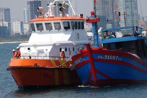Cứu 7 thuyền viên trôi dạt nhiều ngày trên biển