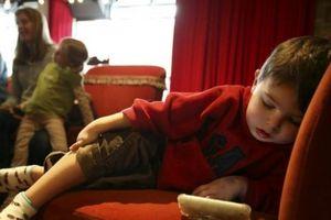 Lần đầu tiên WHO ra khuyến cáo về sử dụng điện thoại với trẻ dưới 5 tuổi