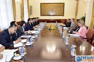 Thứ trưởng Ngoại giao Tô Anh Dũng tiếp Trưởng đại diện và điều phối viên của Cao ủy Liên hợp quốc về người tị nạn khu vực Đông Nam Á