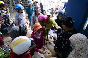 Dân Lý Sơn đổ xô đi mua xăng về dự trữ