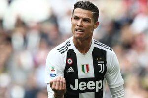 Ronaldo cùng đồng đội bị chế nhạo bằng chai nước rửa hiệu Ajax